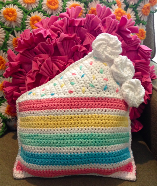 Rainbow Cake Throw Pillow free crochet pattern – Lily Sugar n