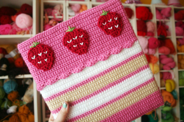Free Crochet Pattern Strawberry Cake Binder Cozy Twinkie Chan Blog
