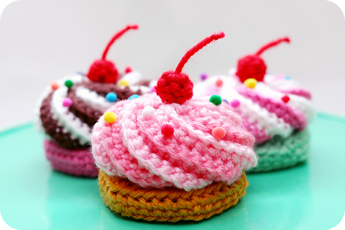 Video Tutorial Free Pattern Swirly Cupcake Hair Clips Twinkie