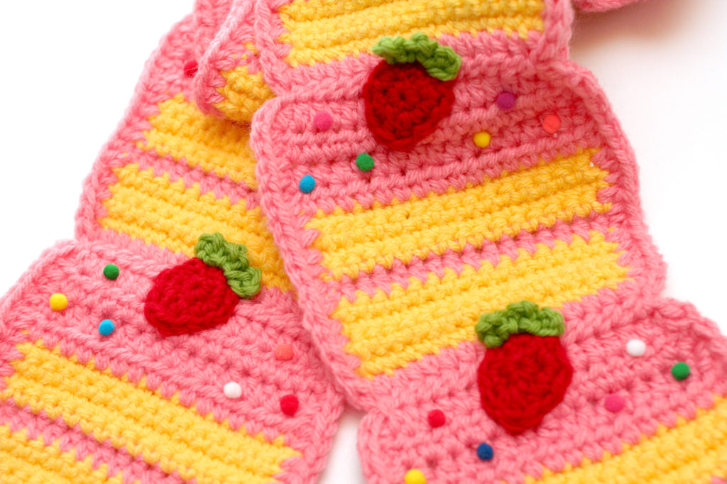 strawberry_cake_scarf_4sm
